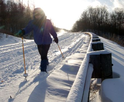 Cross-country skiing along the Highland Scenic Highway. Photo by Attila Horvath.